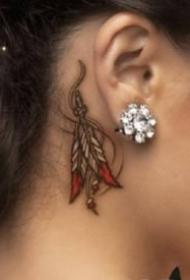 女生耳朵后面的小清新纹身图案