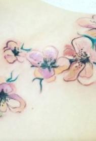适合女人的花朵纹身图案