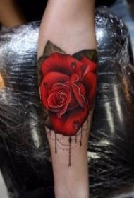 色彩鲜艳的玫瑰纹身图案