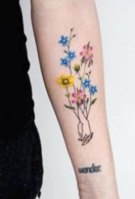 适合女孩的清新小花草纹身图案
