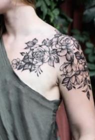 女生肩部锁骨的性感的素花纹身图案