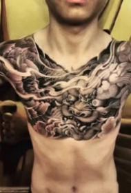 男生霸气的大花胸纹身作品图案