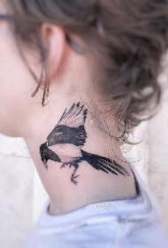 有个性的颈部纹身图案