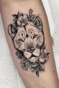 18款适合狮子座的狮头纹身图案