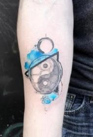 淡蓝色水墨风的创意纹身图片