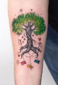 彩色创意的树纹身图案