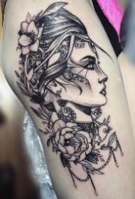 一组素描女郎大腿纹身图案