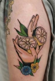 漂亮的彩绘水果柠檬纹身图片