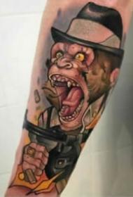 眼神凶狠露出獠牙的猩猩头纹身图案
