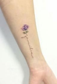 手腕脚踝简单清新的花卉纹身图案