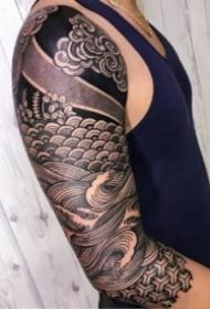 硬核线条的包臂纹身图案