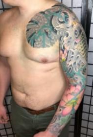 新传统风格的大花臂纹身图片