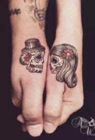 恋爱中的情侣成对纹身图案
