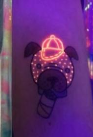 荧光夜光纹身的对比效果图
