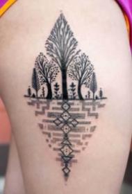 9款好看的黑色树纹身图案