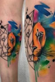 纹在大腿的水彩泼墨纹身图案