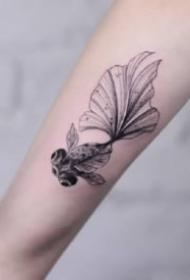 灵动可爱的小金鱼纹身图案
