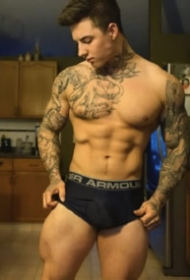外国肌肉型男的纹身图片