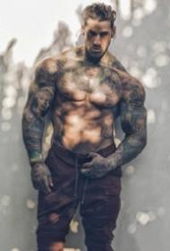 肌肉帅哥型男的纹身图案欣赏