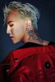 韩国明星权志龙的纹身照片