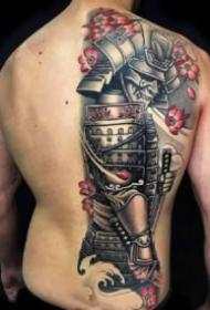 传统的男性半背纹身图案