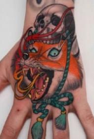 纹在手背部的大花手背的纹身图案