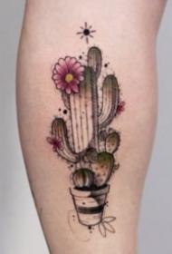 小臂上唯美的点刺纹身图案