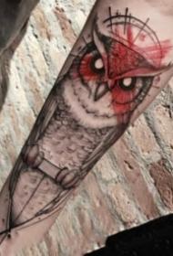 手臂上好看帅气的猫头鹰纹身图案