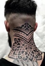 脖子后颈部大片点刺梵花纹身图案