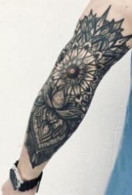 手臂上好看的梵花点刺纹身图案大全
