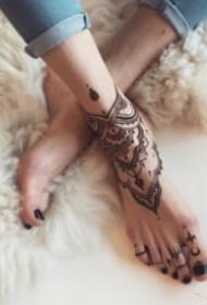 纹在脚背上好看的梵花纹身图案