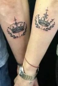 适合情侣的成对皇冠纹身图案