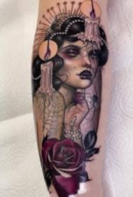 适合大腿手臂的欧美女郎纹身图案