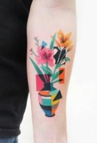 色块拼接一起的个性纹身图案