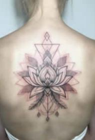 女生后背的小清新纹身图案欣赏