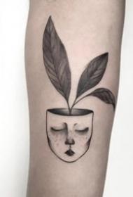 手臂上的点刺黑色简单小纹身欣赏