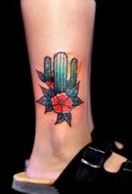 植物仙人掌的一组个性纹身图案