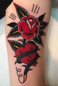 红色old school风格的玫瑰花朵纹身图案