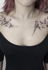 女生成对的肩花纹身图案欣赏