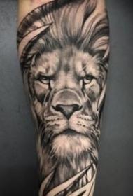 霸气写实的黑灰狮子纹身图案欣赏
