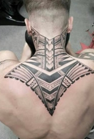 9张男士后背霸气的黑色图腾纹身大全