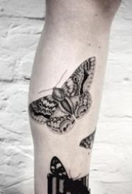简约的黑色蝴蝶纹身图案大全