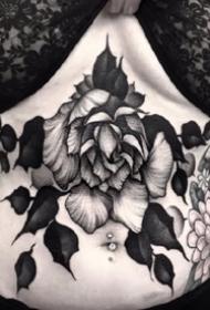 深黑色的点刺花卉纹身图案大全