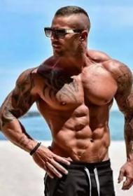 外国肌肉帅哥的纹身图案欣赏