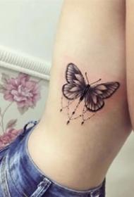 一半蝴蝶一半花创意的蝴蝶纹身图案