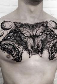 纹在胸口的黑色帅气纹身作品
