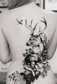 鹿角和花朵组合的唯美纹身图案