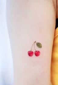 清新可口的水果小纹身图案