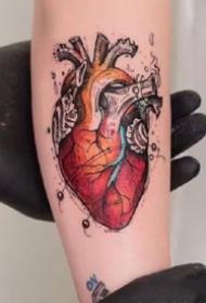 有创意的人体心脏纹身图案