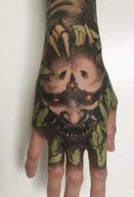 霸气暗黑的满手背纹身图案